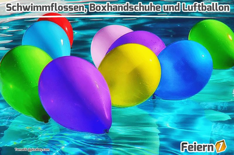 Schwimmflossen, Boxhandschuhe und Luftballon